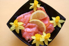 与熏制鲑鱼的开胃菜 免版税库存照片
