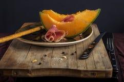 与熏火腿的橙色瓜 图库摄影