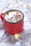 与熔化雪人的热巧克力 免版税库存照片