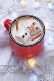与熔化雪人的热巧克力 免版税库存图片