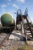 与燃料油的铁路坦克。 免版税库存图片
