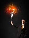 与爆炸电灯泡的商人 免版税库存照片