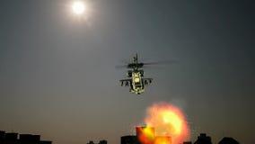 与爆炸的直升机飞行在前面 免版税库存照片
