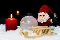 与爬犁的圣诞老人在雪 免版税库存照片