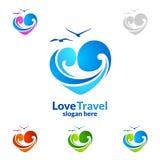 与爱、海和海滩形状的抽象旅行和旅游业商标 免版税库存照片