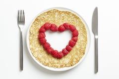 与爱被删去的重点形状的薄煎饼 免版税库存照片