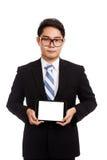 与片剂个人计算机的亚洲商人 库存图片