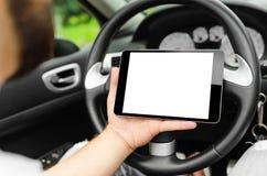 与片剂个人计算机的汽车司机 免版税库存图片