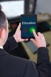 与片剂支持教育的成功的bussinesman 图库摄影