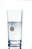 与片剂的玻璃 库存照片