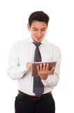 与片剂的年轻成功的商人,拉丁语 免版税库存照片