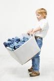 与牛仔裤的儿童运载的配件箱。 孩子穿衣 库存照片
