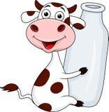 与牛奶瓶的母牛 免版税图库摄影