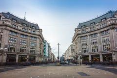 与牛津街和董事街道的伦敦,英国-著名牛津马戏 图库摄影