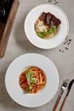 与牛肉和蕃茄Penne面团的蘑菇意大利煨饭 图库摄影