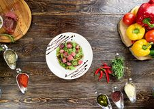 与牛肉片的混杂的蔬菜沙拉 库存照片