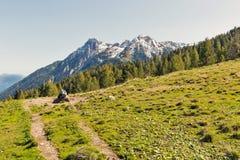 与牧场地水低谷的高山风景在西克恩顿州,奥地利 免版税库存图片