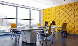 与特点黄色墙壁的现代办公室内部 库存照片