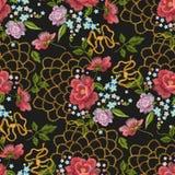 与犬蔷薇的刺绣花卉无缝的样式,勿忘草 免版税图库摄影