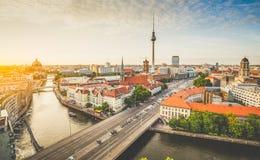 与狂欢河日落的,德国的柏林地平线 免版税库存图片