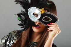与狂欢节面具的妇女面孔 免版税库存照片