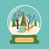 与狐狸的圣诞快乐玻璃球在森林里 库存图片