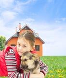 与狗的孩子 免版税库存照片