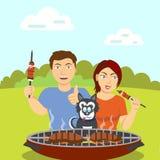 与狗的已婚夫妇在烤肉附近 免版税库存照片