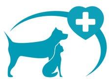 与狗,在白色背景的猫的兽医标志 免版税库存图片