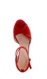 与独特的脚跟的凉鞋在衣服饰物之小金属片 免版税库存图片