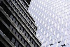 与独特的建筑学的抽象大厦对准线 免版税库存照片