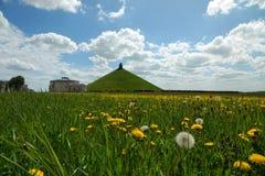 与狮子的小山在滑铁卢的草甸在比利时 库存照片