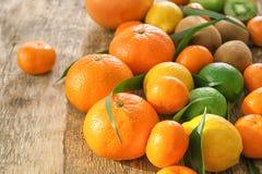 与猕猴桃的开胃新鲜的柑橘水果 免版税图库摄影
