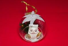 与猫头鹰的圣诞节球 库存图片