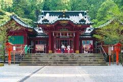 与献身者提供的箱根神道圣地祈祷 免版税库存照片