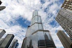 与王牌塔的芝加哥地平线在中心 免版税库存照片