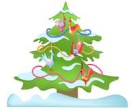 与玩具公鸡的圣诞树 免版税库存图片