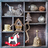 与玩具和装饰的圣诞节减速火箭的拼贴画。 免版税库存照片