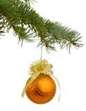 与玩具的圣诞树分支 免版税库存照片