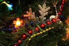 与玩具的圣诞树 免版税库存照片