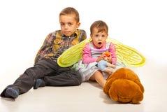 与玩具的孩子 库存图片