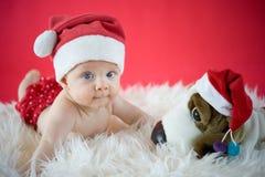 与玩具的小的圣诞老人 免版税图库摄影