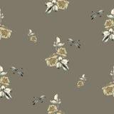 与玫瑰、叶子和蜻蜓的水彩无缝的样式在米黄颜色 免版税库存图片