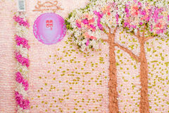 与玫瑰丛,桃红色花的婚礼花束 库存照片