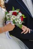 与玫瑰的婚礼花束 库存图片