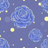 与玫瑰的无缝的蓝色样式在蓝色背景 免版税库存照片