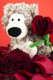 与玫瑰的熊 免版税库存图片