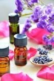 与玫瑰的芳香疗法油 免版税库存图片