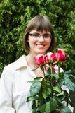 与玫瑰的年轻wooman 库存照片