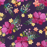 与玫瑰色花和叶子的浪漫花卉无缝的样式 不尽纺织品的墙纸的印刷品 手拉的水彩 免版税库存图片